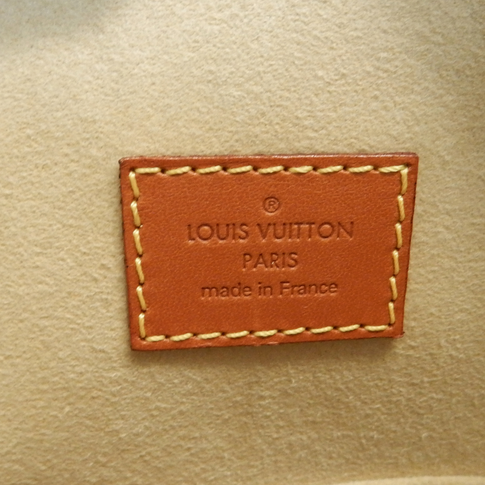 Rise-on LOUIS VUITTON Nomade Leather Lockit Caramel Brown Handbag ... c0f43fa71158e